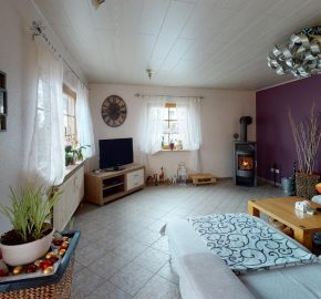 VERKAUFT! Freistehendes Einfamilienhaus im Grünen – Ortsrand von Seukendorf